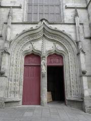 Eglise Notre-Dame-du-Roncier - Basilique Notre-Dame-du-Roncier à Josselin (56). Portail occidental.