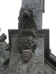 Eglise Notre-Dame-du-Roncier - Basilique Notre-Dame-du-Roncier à Josselin (56). Gargouille du flanc nord de l'édifice.