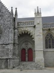 Eglise ou chapelle Notre-Dame - Vue méridionale du porche des hommes de la chapelle Notre-Dame de Kernascléden (56).