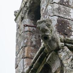 Chapelle Notre-Dame de la Clarté de Locadour - Français:  Gargouille à la base du clocher de la chapelle Notre-Dame-de-la-Clarté à Kervignac (France)