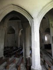 Eglise Saint-Pierre et Saint-Paul - Vue traversante des collatéraux sud, de la nef et du collatéral nord de l'église Saint-Pierre-et-Saint-Paul de Langonnet (56).