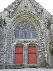 Eglise de la Trinité - Français:   Portail occidental de l\'église de la Trinité-Langonnet (59).