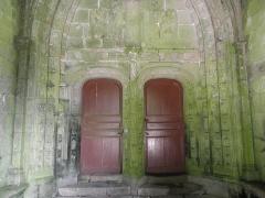 Eglise de la Trinité - Français:   Portail méridional de l\'église de la Trinité-Langonnet (59).