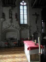 Eglise de la Trinité - Français:   Crédence, arcade et enfeu de la costale sud du chœur de l\'église de La Trinité-Langonnet (59).