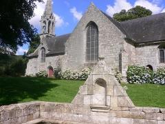 Chapelle Saint-Urlo avec sa fontaine -  chapelle Saint Urlo à Lanvénégen