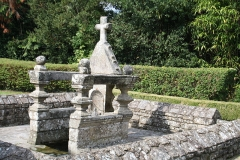 Fontaine de Longueville - This building is indexed in the Base Mérimée, a database of architectural heritage maintained by the French Ministry of Culture,under the reference PA00091376 .