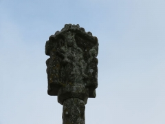 Cimetière - Français:   Arrière de la croix.