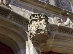 Eglise Saint-Gilles - Église Saint-Gilles de Malestroit (Morbihan, France), encorbellement du portail méridional
