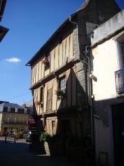 Maison du 15e siècle, appelée Maison de la Truie qui file, ou Maison des Singes - Français:   Maison de la Truie-qui-file, place du Bouffay, à Malestroit (Morbihan, France)