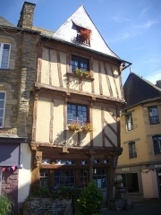 Maison du 15e siècle, appelée Maison de la Truie qui file, ou Maison des Singes - English: Spinning sow house, Bouffay square, in Malestroit (Morbihan, France)