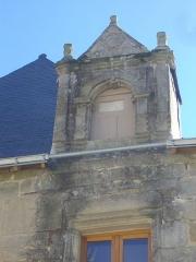 Maison du 16e siècle - Français:   Maison, 21 rue du Général-de-Gaulle, à Malestroit (Morbihan, France), lucarne droite