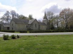 Chapelle de Sainte-Noyale et abords - Chapelle Sainte-Noyale sise en Noyal-Pontivy (56). Flanc nord.