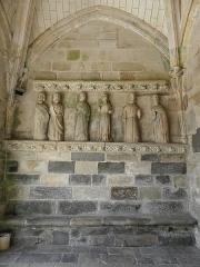 Eglise Sainte-Noyale - Porche sud de l'église Sainte-Noyale de Noyal-Pontivy (56). Costale intérieure ouest. 6 Apôtres.