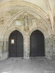 Eglise Sainte-Noyale - Porche sud de l'église Sainte-Noyale de Noyal-Pontivy (56). Intérieur. Portes jumelées.