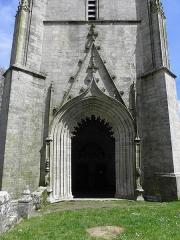 Chapelle de Saint-Nicodème - Chapelle Saint-Nicodème, commune de Pluméliau (56). Porche en rez-de-chaussée de la tour-clocher.