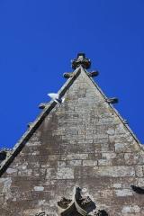Chapelle de la Trinité - Chapelle de la Trinité (Plumergat): détail façade est, haut
