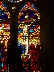 Eglise Saint-Guigner - Église Saint-Guigner de Pluvigner (Morbihan, France). Vitrail: Crucifixion