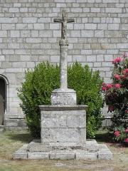Chapelle de Locmaria - Français:   Chapelle de Locmaria en Quistinic (56). Calvaire le long de la costale sud de la nef.