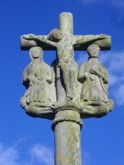 Cimetière - Français:   Croix de cimetière, au chevet de l\'église de Saint-Allouestre (Morbihan, France)