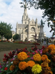 Site de la basilique de Sainte-Anne-d'Auray - This building is indexed in the Base Mérimée, a database of architectural heritage maintained by the French Ministry of Culture,under the reference PA00091658 .