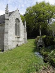 Chapelle Saint-Adrien - Français:   Chapelle Saint-Adrien en Saint-Barthélémy (56). Fontaine-calvaire et croisillon sud.