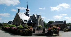 Eglise Saint-Léry - English: Church and presbytery of Saint-Léry