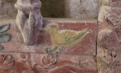 Chapelle de Saint-Gobrien - Chapelle Saint-Gobrien de Saint-Servant: tombeau de Saint-Gobrien, détail
