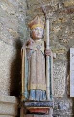 Chapelle de Saint-Gobrien - Chapelle Saint-Gobrien de Saint-Servant: statue de Saint-Gobrien dans le volume sud