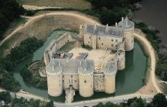 Ruines du château de Suscinio - Nederlands: Luchtopname vanuit het oosten van het kasteel van Suscinio te Sarzeau in Bretagne. Nikon D60 f=70mm f/4.2 bij 1/4000s ISO800. Bewerkt in Nikon ViewNX 2.1.2 en GIMP 2.6.11.