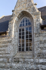 Eglise Saint-Golven et son calvaire - Français:   Baie ogivale dans le mur sud de l\'église.