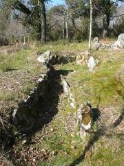 Trois dolmens à galerie de Mané-Kervilor - Français:   Dolmen à couloir n°1 du complexe tumulaire de Mané-Kervilor, dit Mané-Bras. Commune de La Trinité-sur-Mer, Morbihan, Bretagne, France.