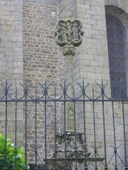 Cathédrale Saint-Pierre - Cathédrale Saint-Pierre de Vannes (Morbihan, France). Calvaire à proximité du transept nord