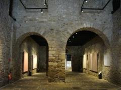 Ancienne cohue - Français:   Arcades internes du musée de la Cohue à Vannes (Morbihan)