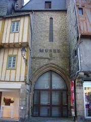 Ancienne cohue - Français:   La Cohue, musée des beaux-arts de Vannes (Morbihan, France), côté place Saint-Pierre