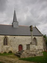 Croix du 16e siècle située près de la chapelle du Rohic - Français:   La chapelle (PA00091773) et le calvaire (PA00091780) du Rohic à Vannes (Morbihan), vus depuis le Sud