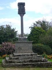 Croix du 16e siècle située près de la chapelle du Rohic - Français:   Le calvaire du Rohic à Vannes (Morbihan), face Ouest