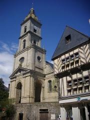 Eglise Saint-Patern - Église Saint-Patern et maison Saint-Geffroy, à Vannes (Morbihan, France)