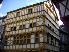 Maison - Français:   Maison au n°2, rue Émile Burgault à Vannes (Morbihan, France)