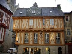 Maison - Français:   Maison au n°1, place Henri IV à Vannes (Morbihan)
