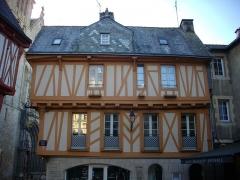 Maison - Français:   Maison au n°1, place Henri IV à Vannes (Morbihan, France)