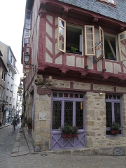 Maison - This building is inscrit au titre des monuments historiques de la France. It is indexed in the base Mérimée, a database of architectural heritage maintained by the French Ministry of Culture,under the reference PA00091792 .