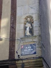 Maison dite de Saint-Vincent - Français:   Statue de Saint Vincent Ferrier sur la maison du 17, place Valencia à Vannes (Morbihan)