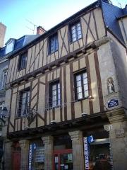 Maison dite de Saint-Vincent - Français:   Maison au n°17, place Valencia [Maison de Saint-Vincent] à Vannes (Morbihan)