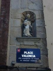 Maison dite de Saint-Vincent - Français:   Maison de Saint-Vincent à Vannes (Morbihan, France), statue du saint et plaque de rue