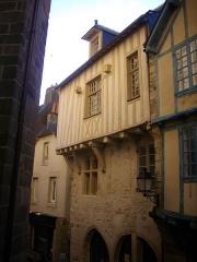 Maison - Français:   Maison au 17 rue Saint-Guenhaël à Vannes (Morbihan, France)