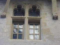 Maison - Français:   Maison au 17 rue Saint-Guenhaël à Vannes (Morbihan, France), détail d\'une fenêtre