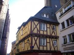 Maison - Français:   Maison au 31 rue Saint-Guenhaël à Vannes (Morbihan, France)
