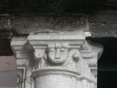 Maison - Français:   Maison au n°10 rue Saint-Salomon à Vannes (Morbihan, France), chapiteau et inscription