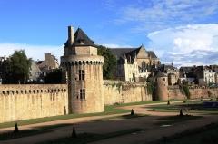 Anciens remparts - Français:   Tour du Connétable - Remparts de Vannes - Morbihan