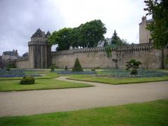 Anciens remparts - Français:   Remparts de Vannes (Morbihan, France): jardins et tour du Connétable